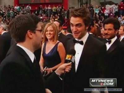 Robert Pattinson  Interview on Mtv Red Carpet Interview Robert Pattinson 4407052 400 300